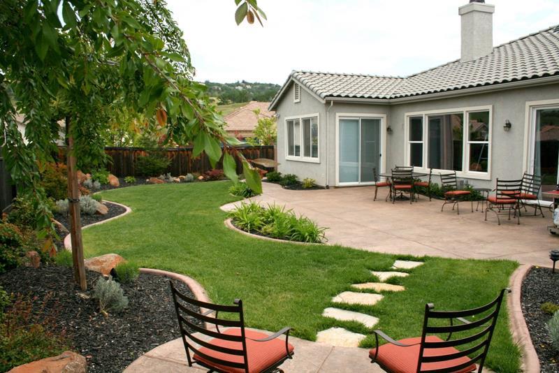 24 Beautiful Backyard Landscape Design Ideas-1