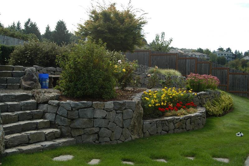 24 Beautiful Backyard Landscape Design Ideas-15