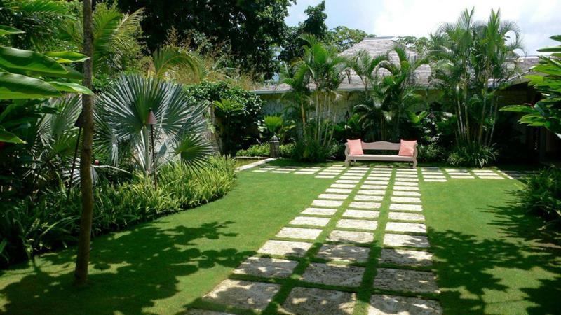 24 Beautiful Backyard Landscape Design Ideas-2