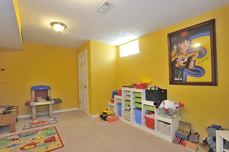 24 Child Friendly Finished Basement Designs-17