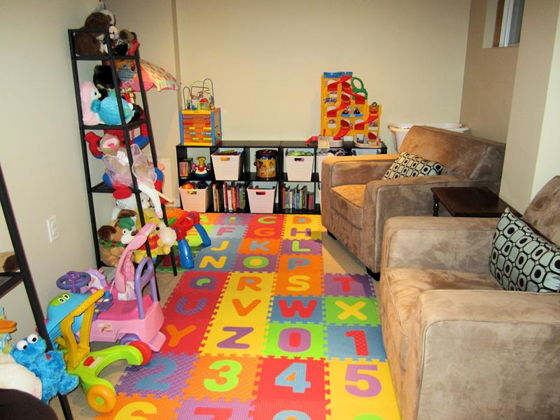 24 Child Friendly Finished Basement Designs-20