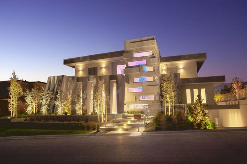 25 Luxury Home Exterior Designs-3