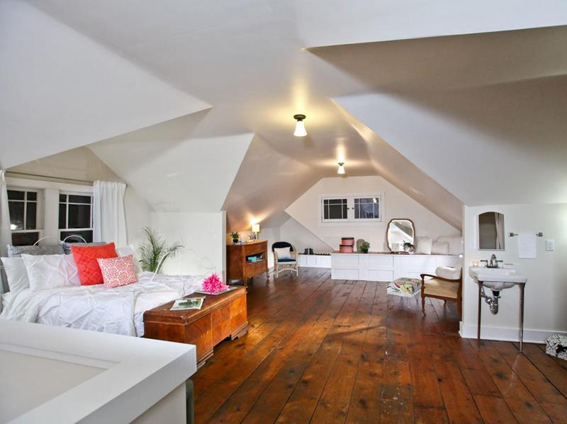 26 Amazing and Inspirational Finished Attic Designs-18