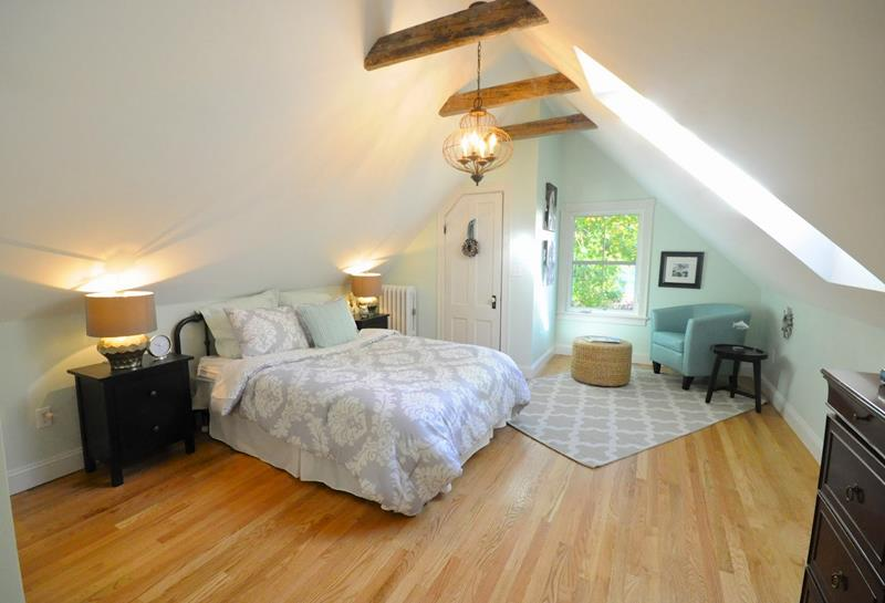 26 Amazing and Inspirational Finished Attic Designs-26