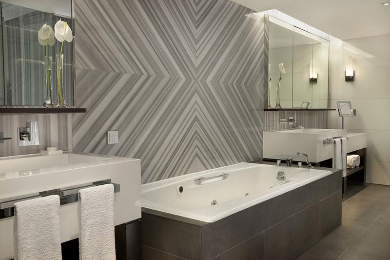 28 Stunningly Luxurious Bathroom Designs-20