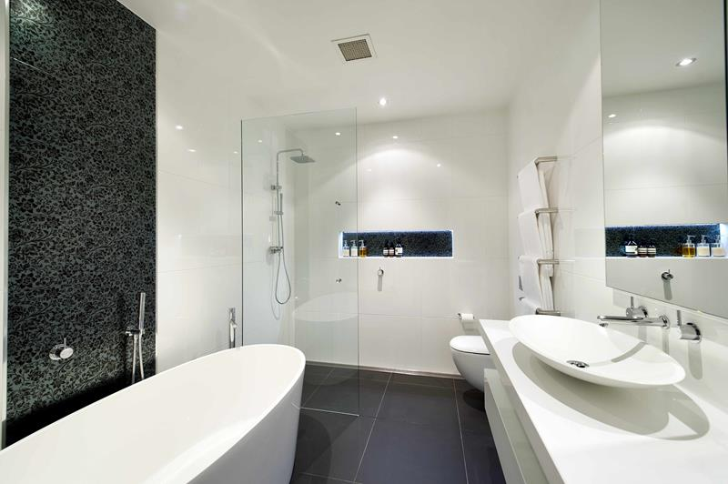 37 Bathrooms With Walk In Showers-36