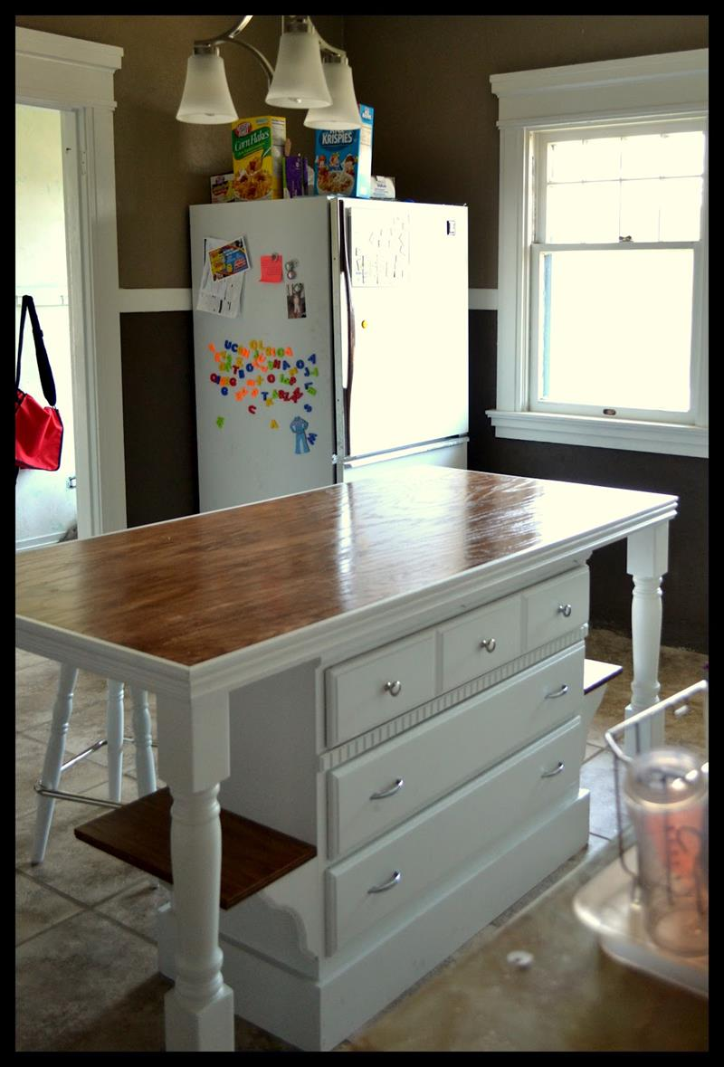 51 Awesome Small Kitchen With Island Designs-22