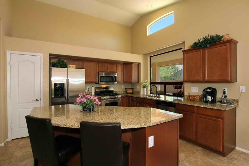 51 Awesome Small Kitchen With Island Designs-50