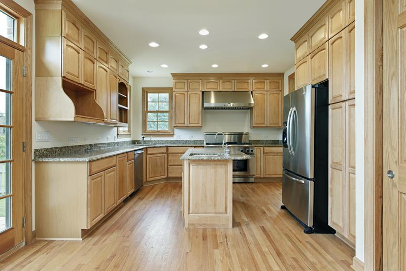 53 Charming Kitchens With Light Wood Floors-1