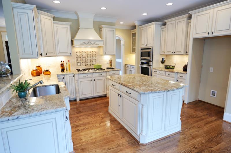53 Charming Kitchens With Light Wood Floors-26