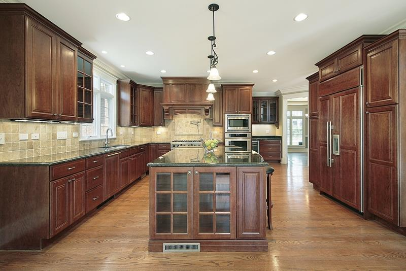 53 Charming Kitchens With Light Wood Floors-3