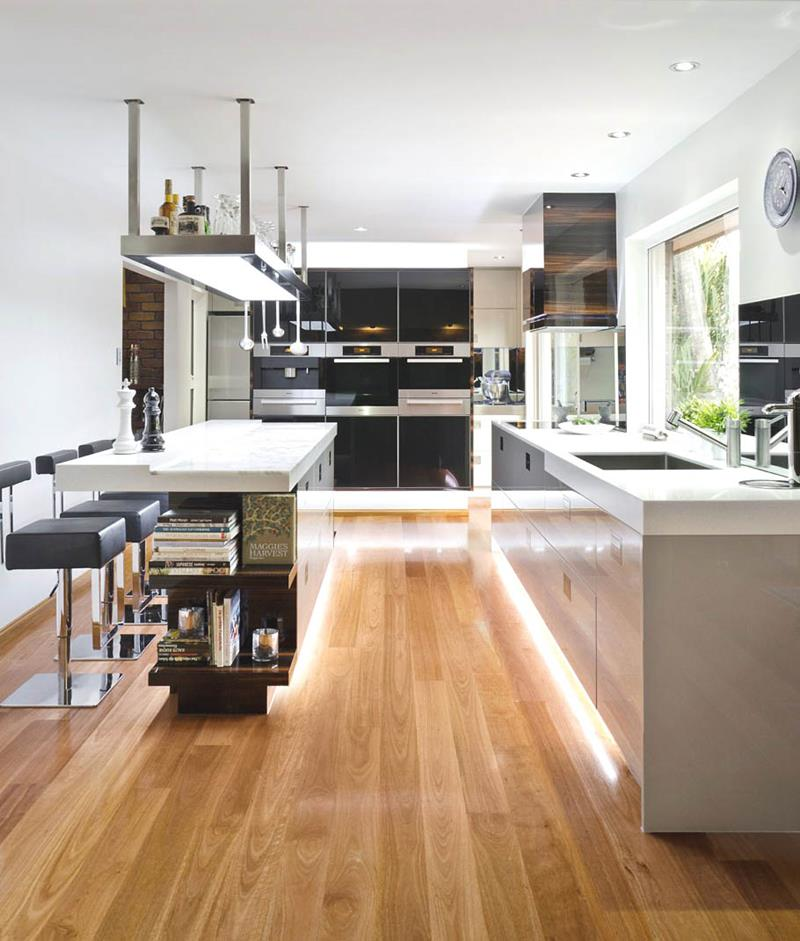 53 Charming Kitchens With Light Wood Floors-30