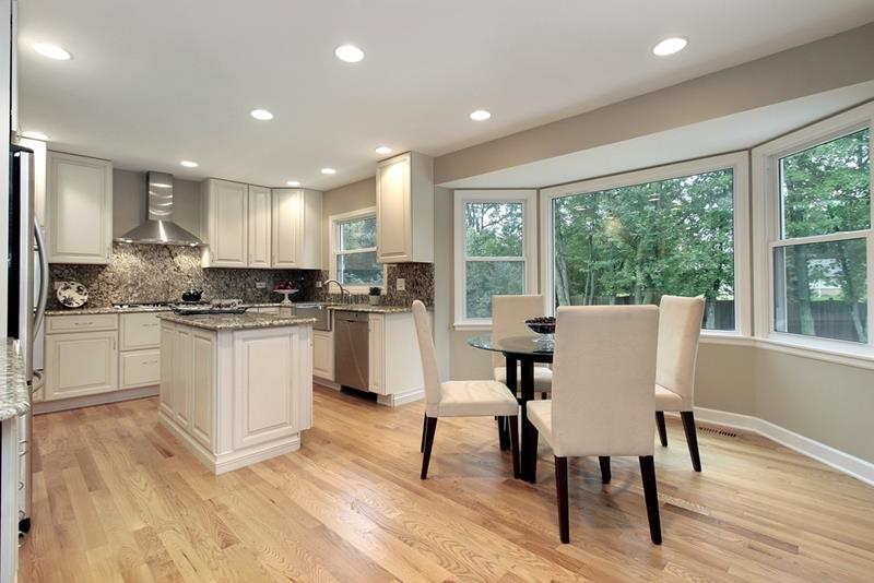 53 Charming Kitchens With Light Wood Floors-title