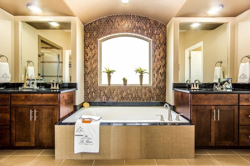 132 Custom Luxury Bathrooms-115