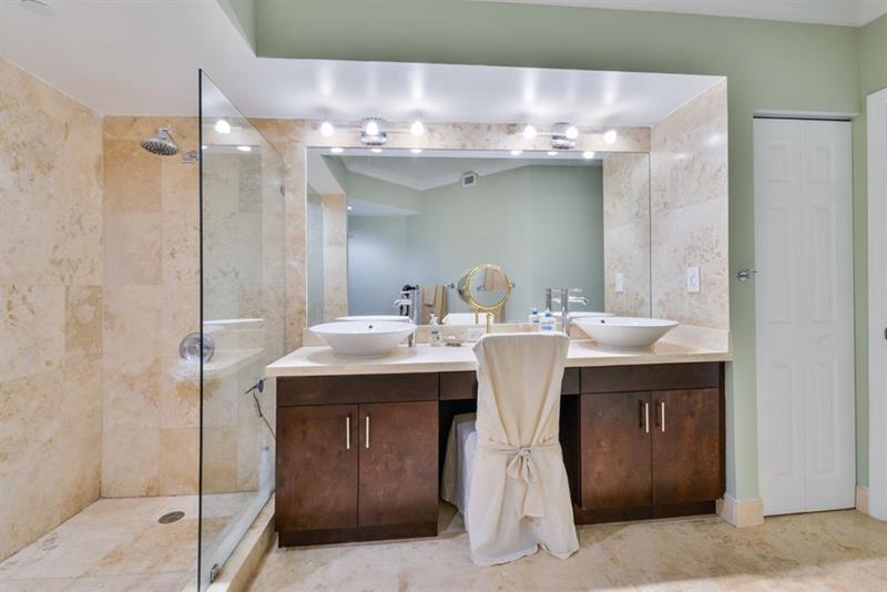 132 Custom Luxury Bathrooms-98