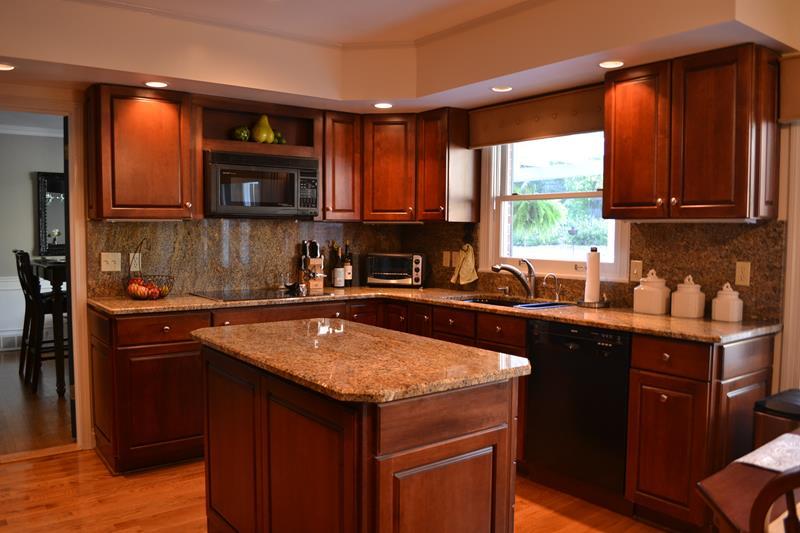 20 Beautiful Kitchens with Dark Kitchen Cabinets Design-7