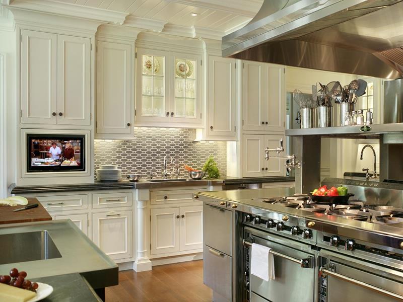 22 Stunning Kitchen Designs With White Cabinets-1