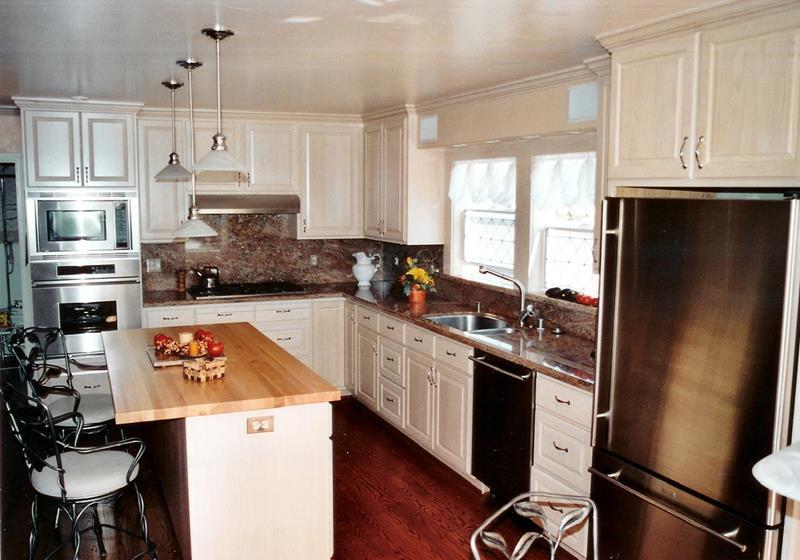 22 Stunning Kitchen Designs With White Cabinets-11