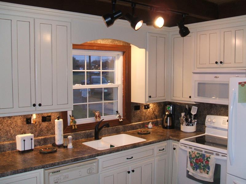 22 Stunning Kitchen Designs With White Cabinets-17