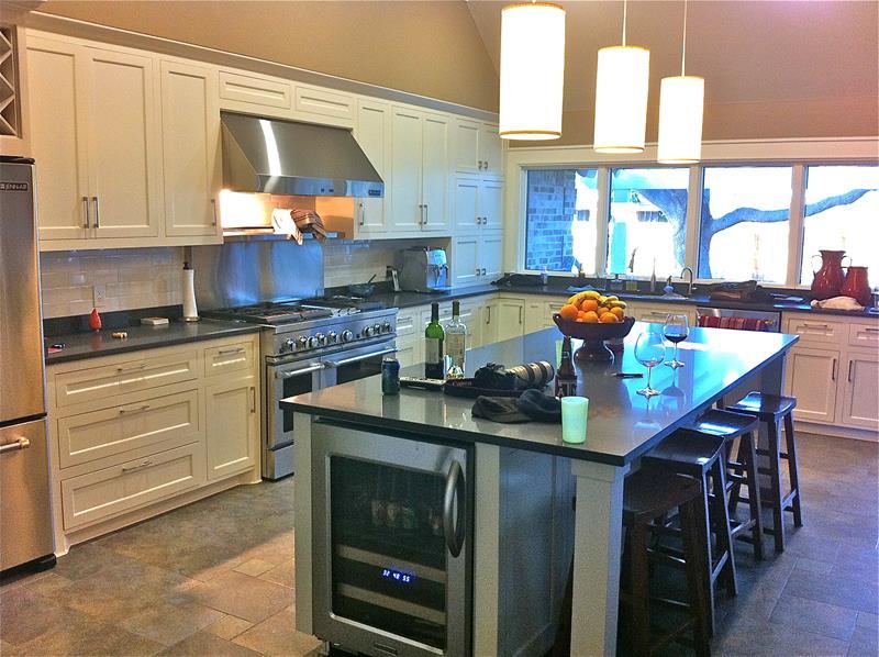 22 Stunning Kitchen Designs With White Cabinets-19