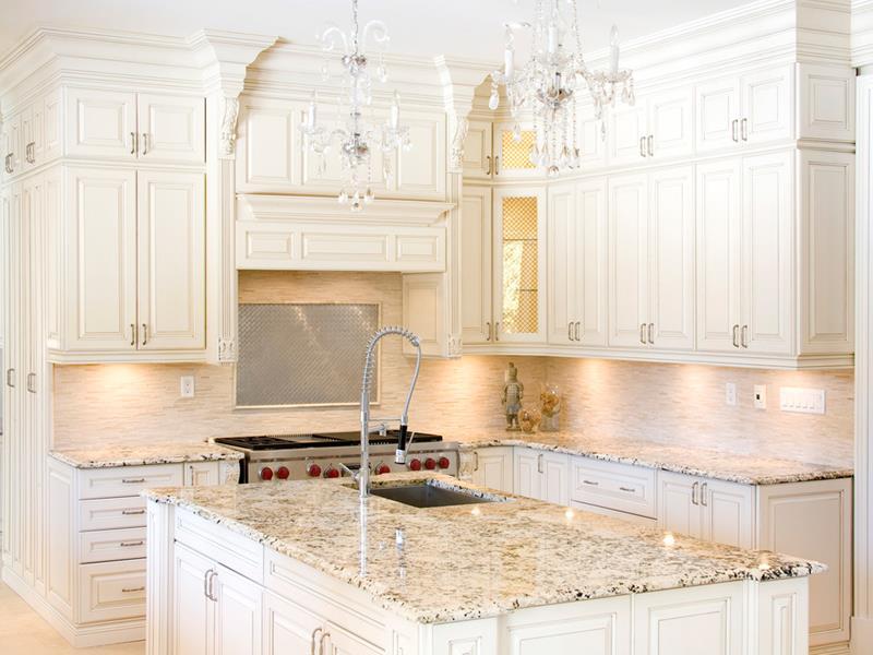 22 Stunning Kitchen Designs With White Cabinets-6