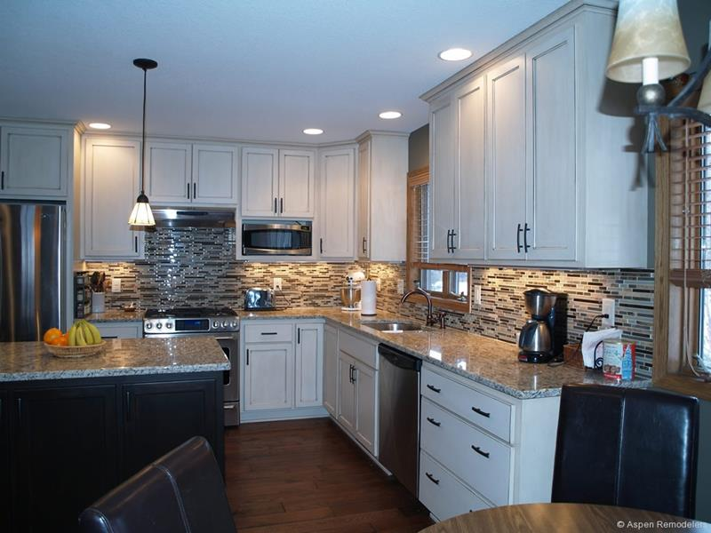22 Stunning Kitchen Designs With White Cabinets-7