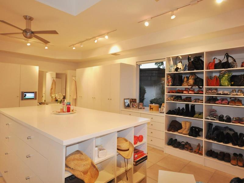 24 Jaw Dropping Walk In Closet Designs-7