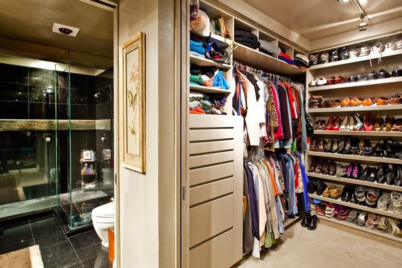 24 Jaw Dropping Walk In Closet Designs-8