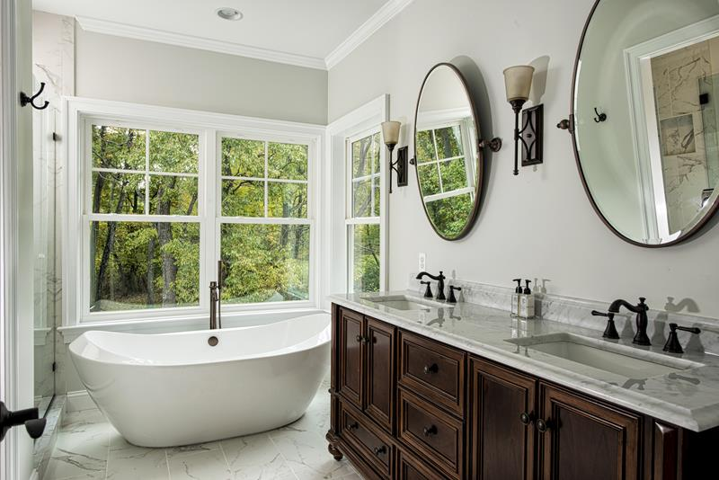 24 Luxury Master Bathrooms With Soaking Tubs-1