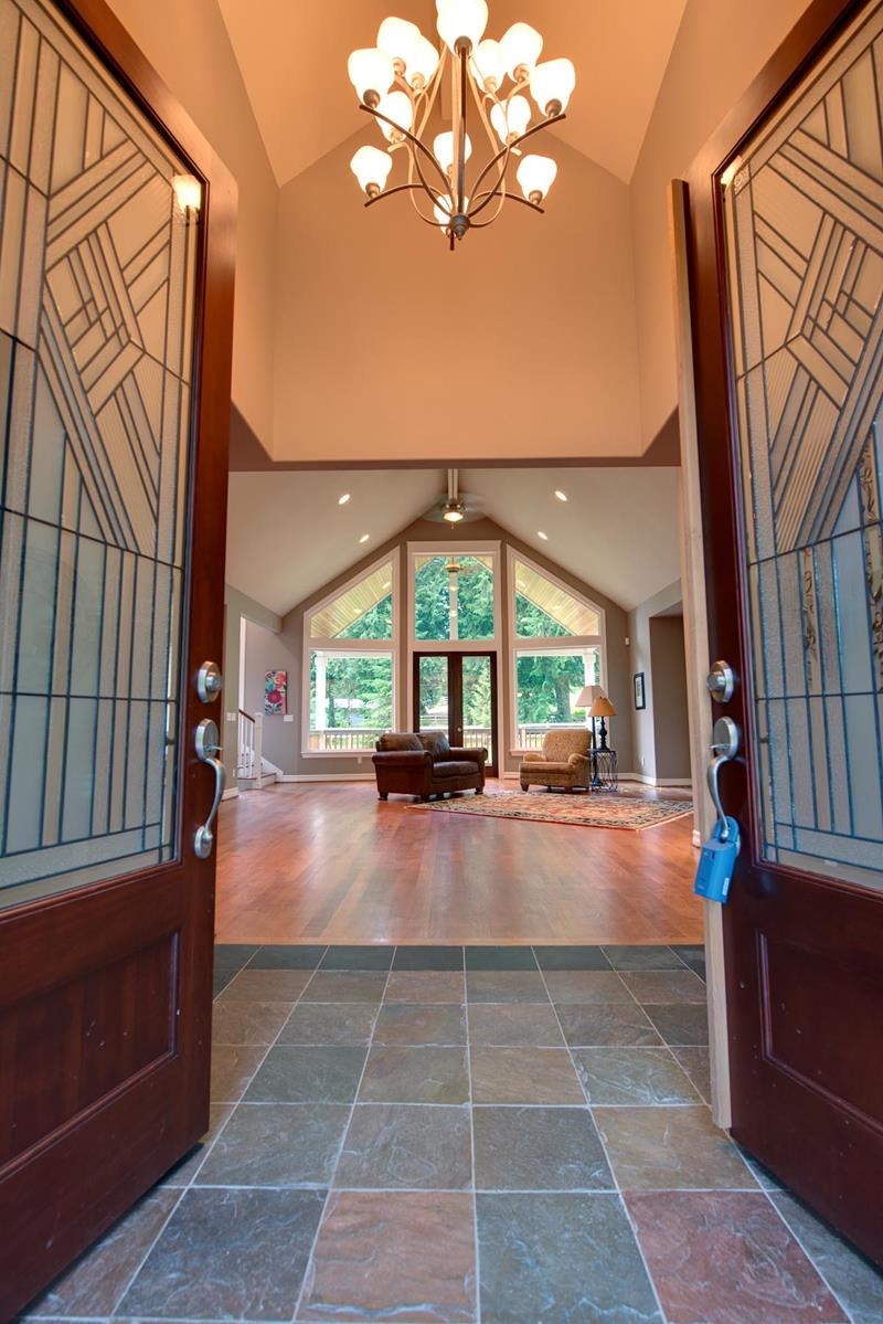 56 Beautiful And Luxurious Foyer Designs-15