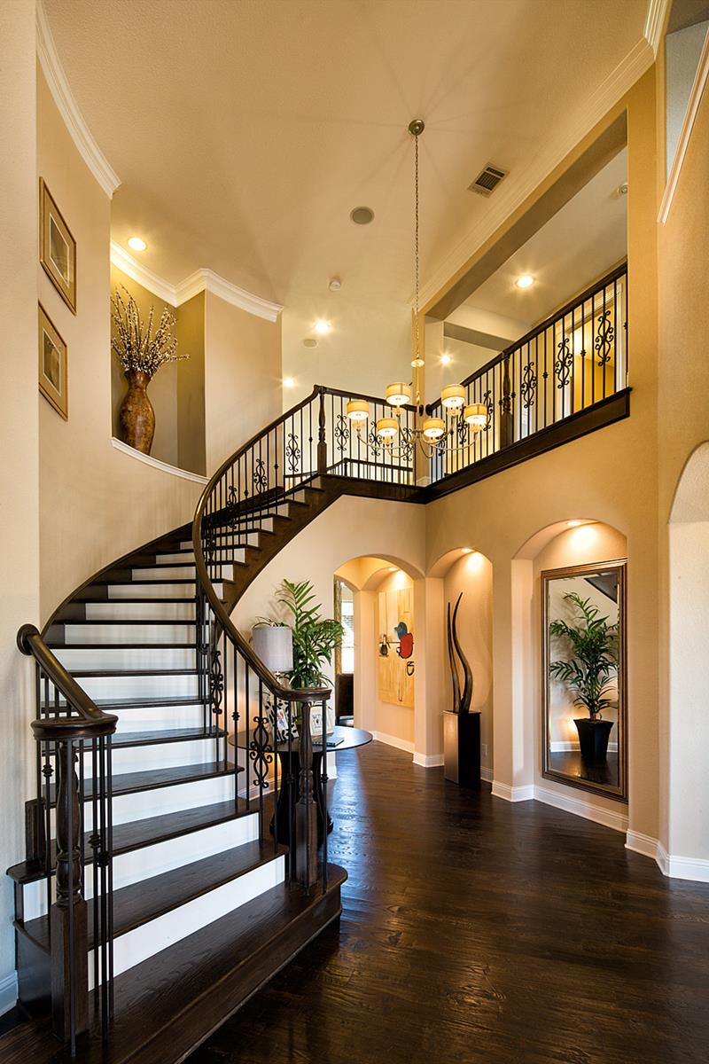 56 Beautiful And Luxurious Foyer Designs-35