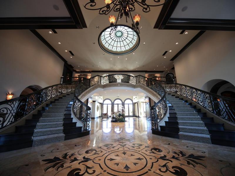 56 Beautiful And Luxurious Foyer Designs-46