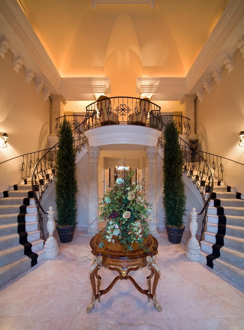 56 Beautiful And Luxurious Foyer Designs-6
