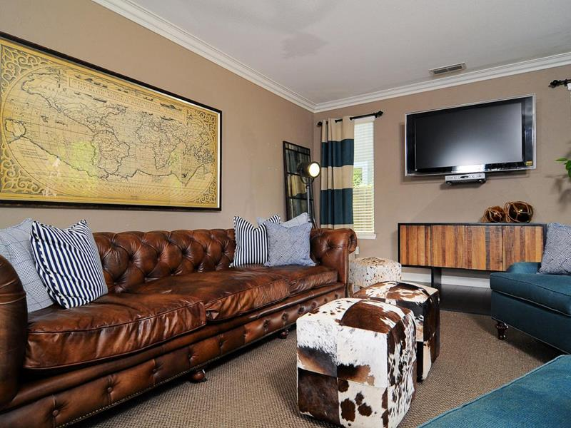 22 Living Rooms With Leather Furniture-15