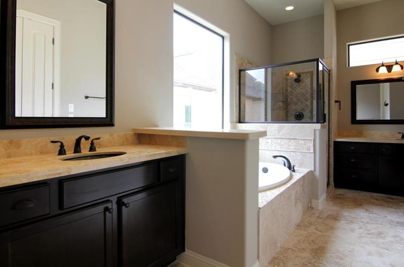 23 Master Bathrooms With Two Vanities-1