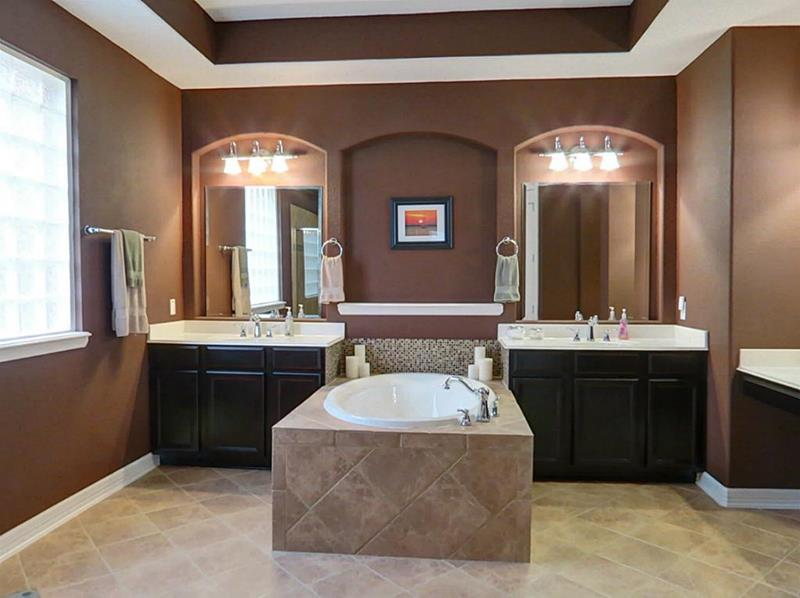 23 Master Bathrooms With Two Vanities-2