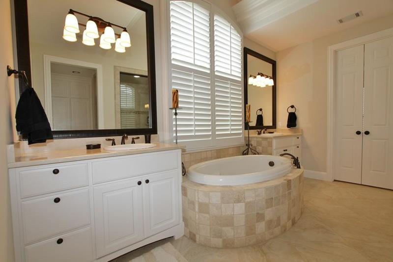 23 Master Bathrooms With Two Vanities-3
