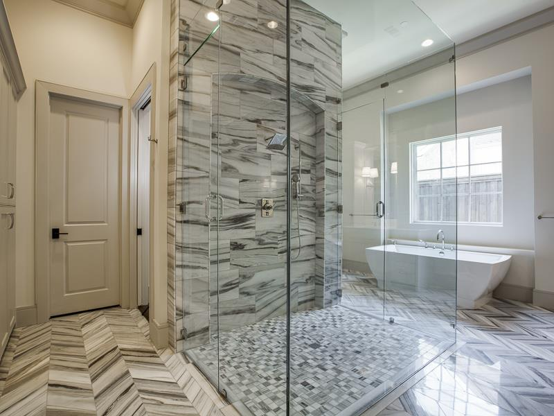 24 Beautiful Master Bathrooms-23