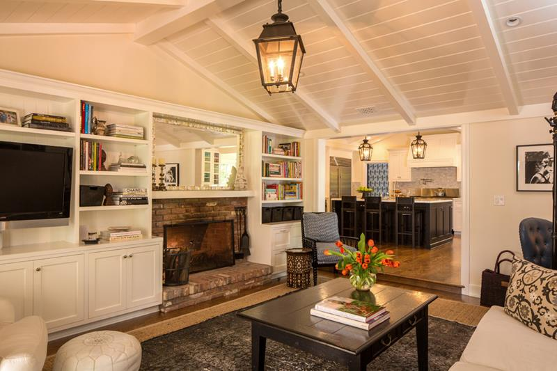 24 Living Rooms With Vaulted Ceilings-2