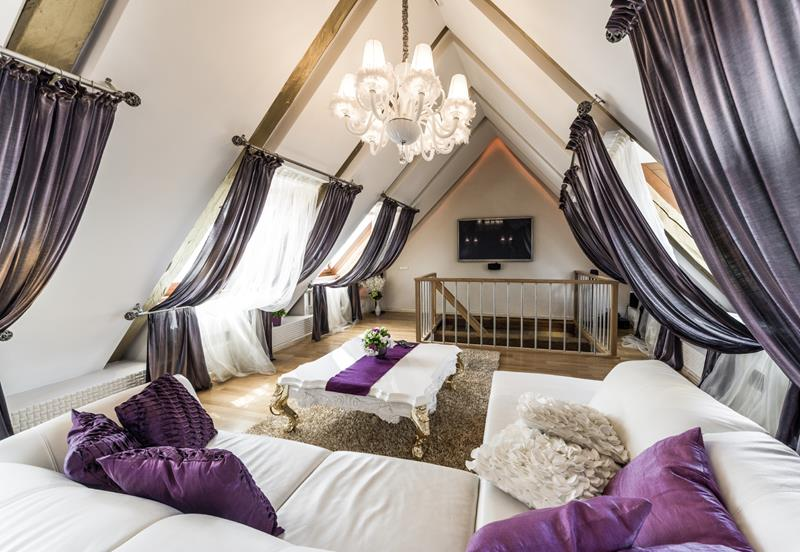 image named 24 Living Rooms With Vaulted Ceilings 23