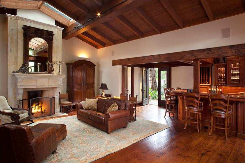 24 Living Rooms With Vaulted Ceilings-3