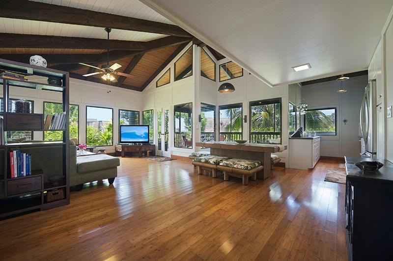 24 Living Rooms With Vaulted Ceilings-9