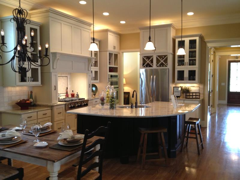 25 Beautiful Kitchens with Dining Tables-22