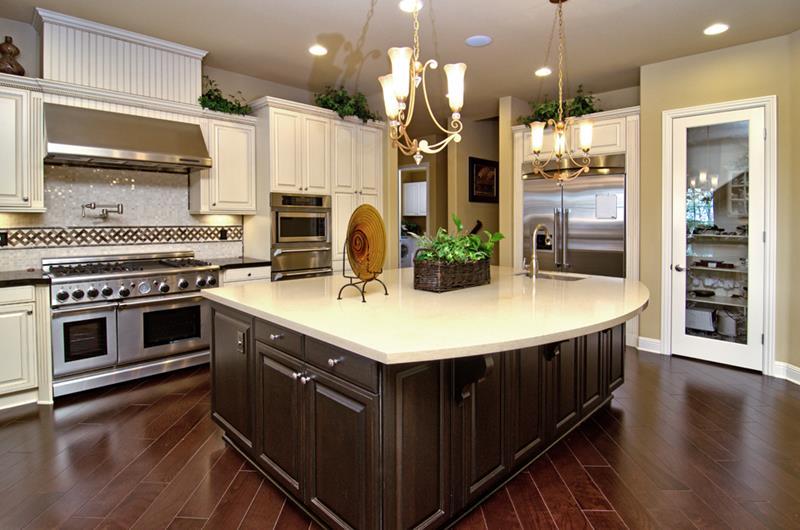 25 Elegant Kitchens with Hardwood Floors-15