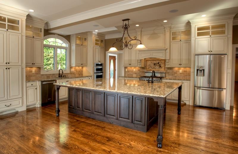25 Elegant Kitchens with Hardwood Floors-17