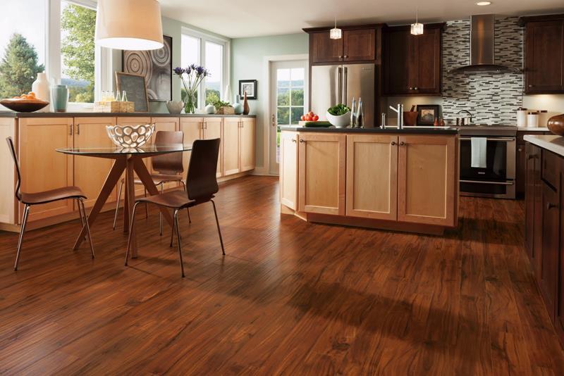 25 Elegant Kitchens with Hardwood Floors-18