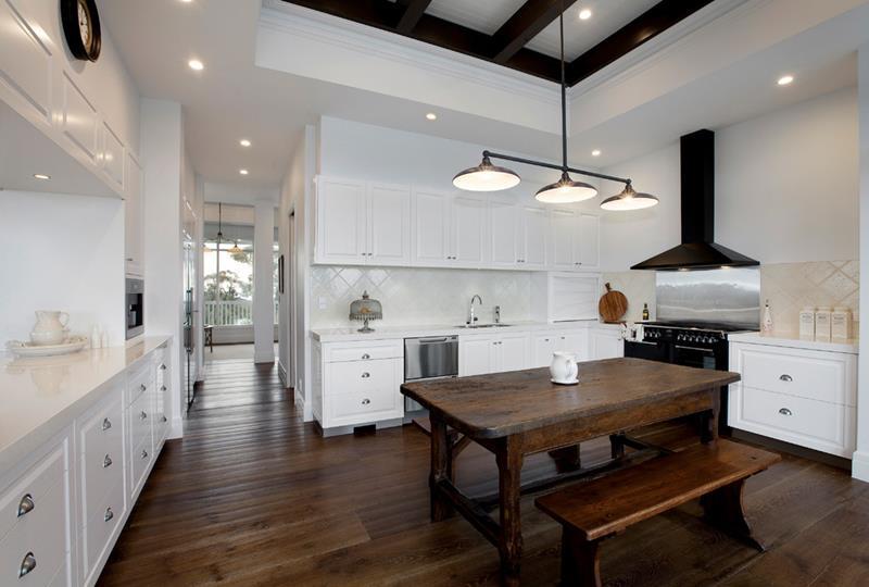 25 Elegant Kitchens with Hardwood Floors-19