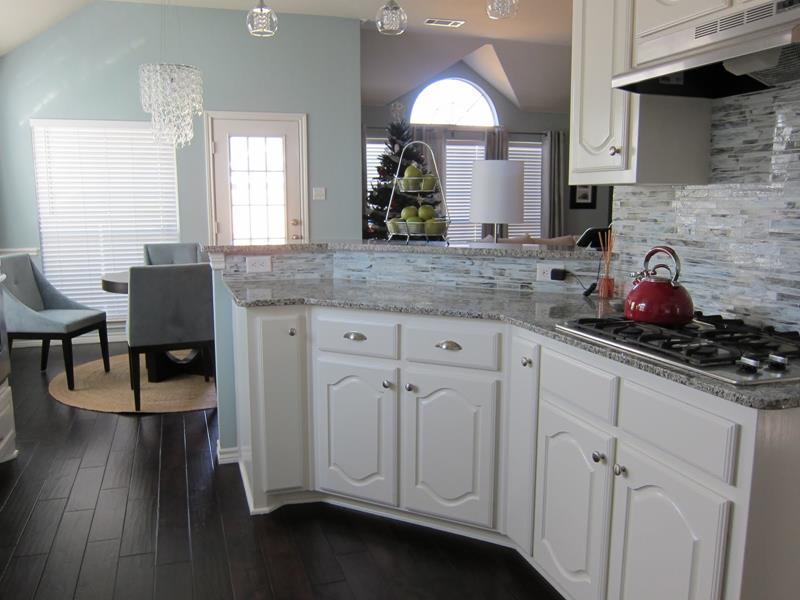 25 Elegant Kitchens with Hardwood Floors-4