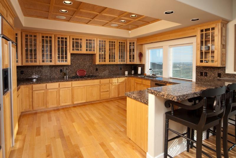 25 Kitchens With Hardwood Floors-1