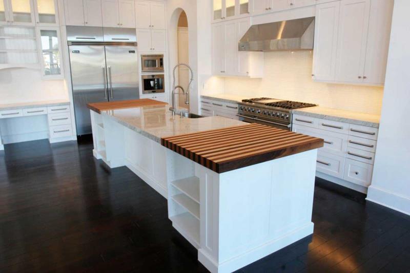 25 Kitchens With Hardwood Floors-3